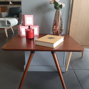 Petite table ronde design scandinave bois noyer - Petite table ronde bois ...